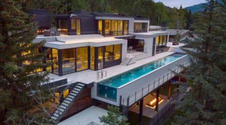 exterior rumah mewah dengan material baja