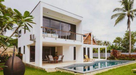 rumah minimalis 2 lantai dengan lantai warna putih